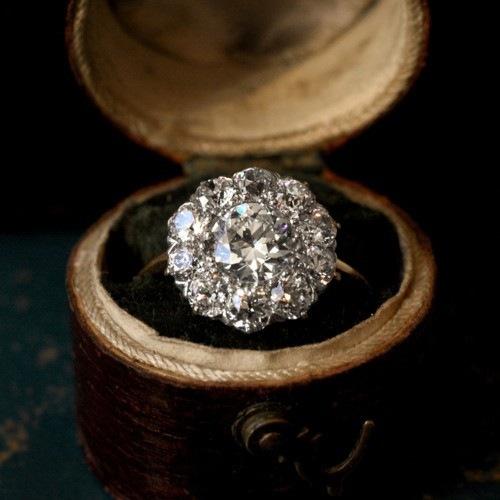 Бриллиант, упавший в грязь, все равно бриллиант, а пыль поднявшаяся до небес, так и остается пылью.