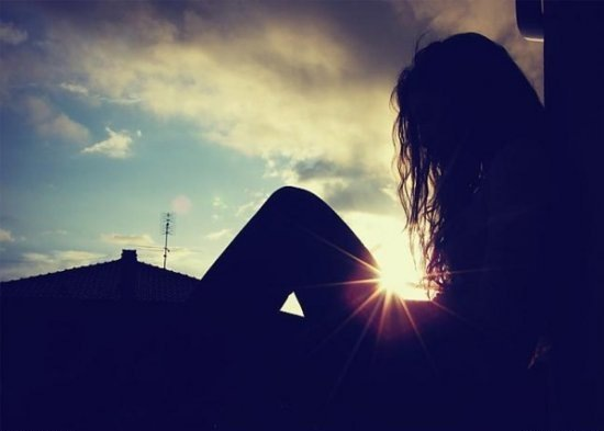 Несовершеннолетняя девушка сорвалась с крыши брагинской многоэтажки.