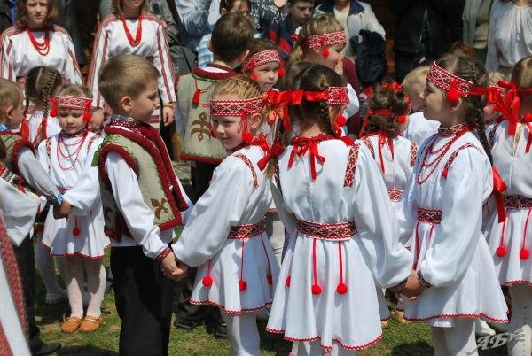 Тернопольские дети ходят пешком в школу за 7 километров: У нас никогда не было школьного автобуса - Цензор.НЕТ 6636