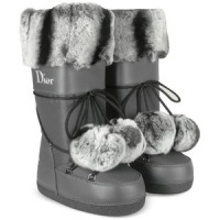 Сапожки Moon Boots by Dior.