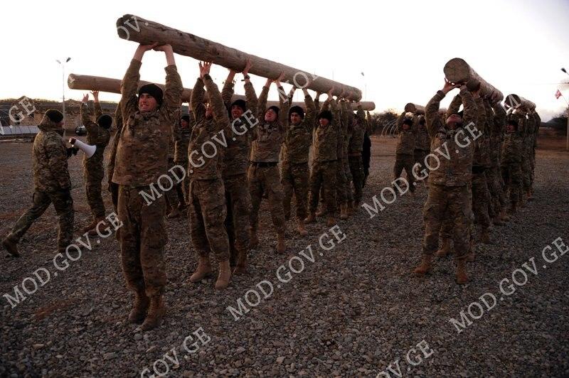 Armée Géorgienne - Page 3 Y_4df70117