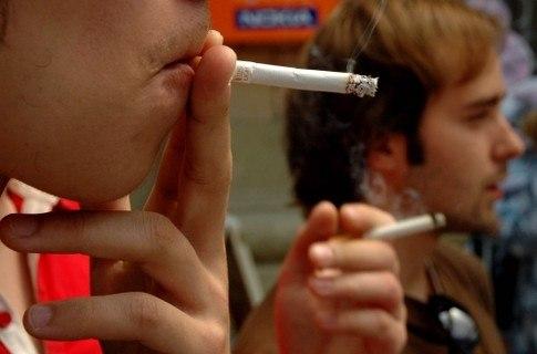 Треть украинской молодежи курит
