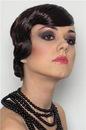 Этого можно добиться при помощи ретро-макияжа в стиле див прошлого.