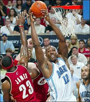 rookie Dwight Howard rebound