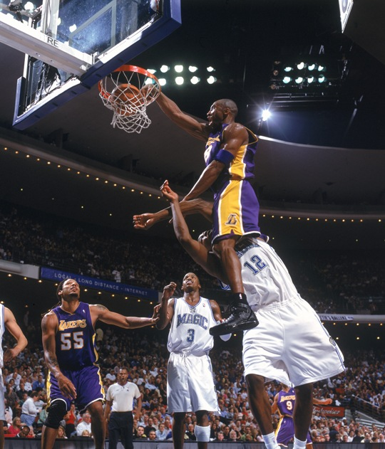 Kobe dunks on Dwight