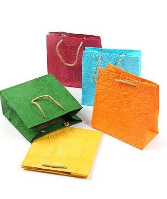 Пакеты бумажные с ручками 26*33*14 из ламинир бумаги (РФ).