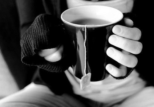 Из своего руки пью чай