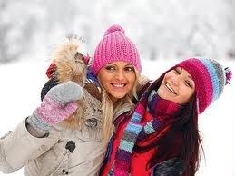 вязание спицами шапочек шлем для детей. вязаные шапки зимние для детей.