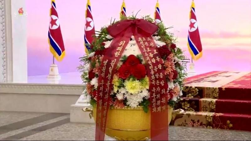 경애하는 최고령도자 김정은동지께서 공화국창건 70돐에 즈음하여 금수산태양궁전을 찾으시였다