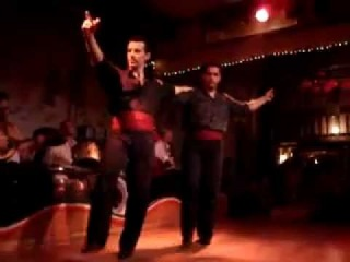Греция. Афины. Популярный танец сиртаки.