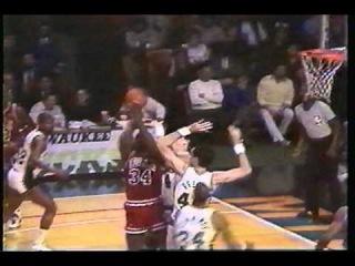 Bucks VS Bulls 1987 Micheal Jordan Charles Oakley Punches Mokeski