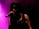 Julia Volkova canta All The Things She Said no Circo Voador