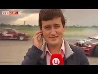 Корреспондента ТВЦ в прямом эфире сбил гоночный автомобиль на популярном автошоу в Тушино.