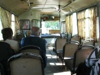 в автобусе ЛАЗ-695 на подъезде к Брахлову