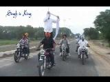 NEW PUNJABI VIDEO TURBAN TYING WHILE RIDING A BULLET( WWW.PUNJABITURBAN.COM)