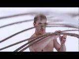 Чудеса воздушного равновесия демонстрирует акробат Mädir Eugster из цирка Rigolo Swiss Nouveau Cirque. Видео Tobias Hutzler - BALANCE