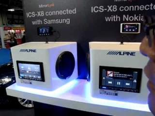 Alpine ICS-X8 showing MirrorLink technology