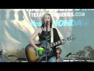 Kristen Kelly performing at KVET FREE TEXAS MUSIC SERIES