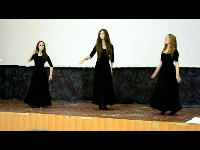 Танцуют грузинка(Милена), армянка(Агапи) и осетинка(Дана) Аджарский-Хонга-Кочари
