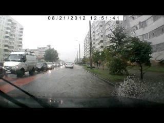 Видео с регистратора Казань, Ямашева 21 августа 2012 год