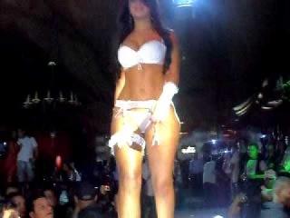 Desfile Besame Sensual Night Cali con las Gemelas Davalos