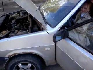 Девушка за рулём ушатанного ВАЗ 2108 ЕДУ КАК МОГУ ЖЕЕЕСТЬ