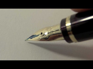 Пример владения перьевой ручкой