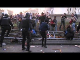 Полицейский разгон в  Барселоне на всеобщей забастовке 29-ого марта.