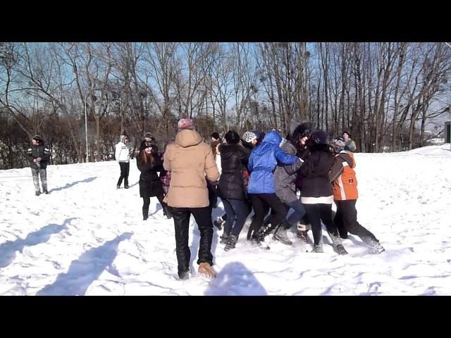 Сніжкове побоїще 3 - Дівчата проти дівчат!