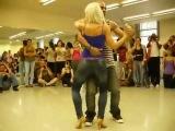 Удивительно прекрасный танец красивой попки (Бачата).