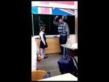 УЧИТЕЛЮ ПО ЯЙЦАМ (Russian girl kicked teacher's balls)