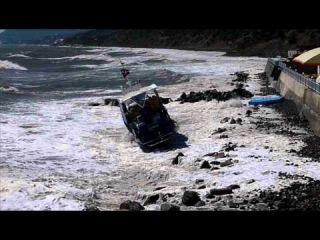 Шторм в Алуште 2011. Крушение катера