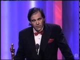 Оливер Стоун получает Оскар за лучшую режиссуру фильма