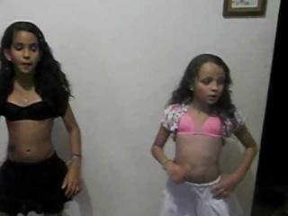 joyce e paloma fan clube100%parangoleiras dançando balacubaco!!!