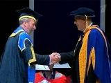 63-летний солист легендарной группы `Пинк Флойд` Дэвид Гилмор получил диплом доктора искусств - Первый канал