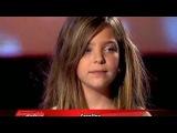 Девочка поёт песни Кристины Агилеры