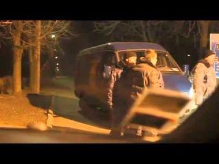 Одесский депутат с боем прорвался в здание аэропорта