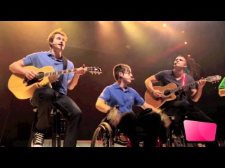 Glee Cast Performs 'Friday' Live At 3D Concert [HD]