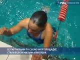 РИА Новости. Девушка 12 минут плавала с белухами в ледяной воде