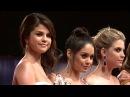 Ванесса и ее коллеги по фильму Отвязные каникулы на красной дорожке кинофестиаля в Венеции 5 сентября 2012