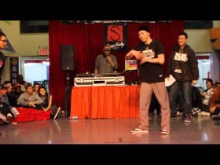 SUPER FUNKY 2012 | POPPIN TOP 8 | SINCHI VS VIHO(WIN)