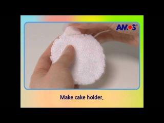 Брелок в форме пирожного из шарикового пластилина