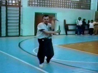 А. Дмитриев. Работа с нунчаку. 1996г