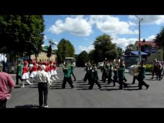 Логойские барабанщицы с оркестром
