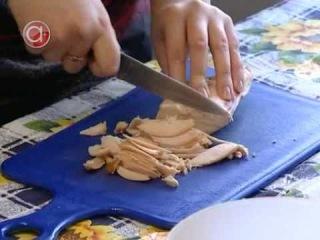 Как приготовить салат из курицы и манго
