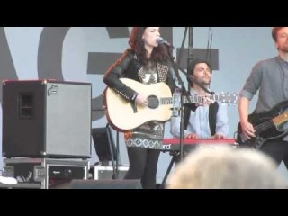 Medley 1/2 Amy Macdonald  ' Poison Prince '  @ the Hague Parkpop 2012