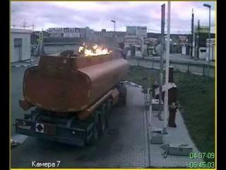 Горящий бензовоз на BP.avi