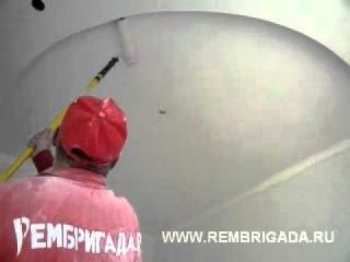 Видео с сайта www.rembrigada.ru покраска потолка валиком
