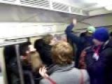 Однажды минские гунеры возвращались с очередного просмотра из бара и встретили в вагоне метро одинокого фаната МЮ. Нет, они не избили его, но зачантили до полусмерти. :)