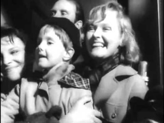 Леонид Гайдай встречает жену на вокзале :) (Из фильма